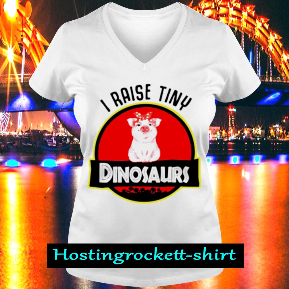 Pig I raise tiny dinosaurs s V-neck T-shirt